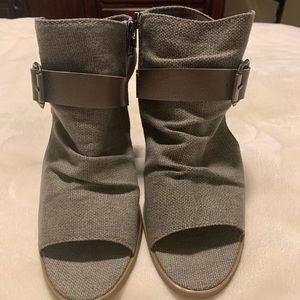 NWOT grey blowfish heels. Size 7.5